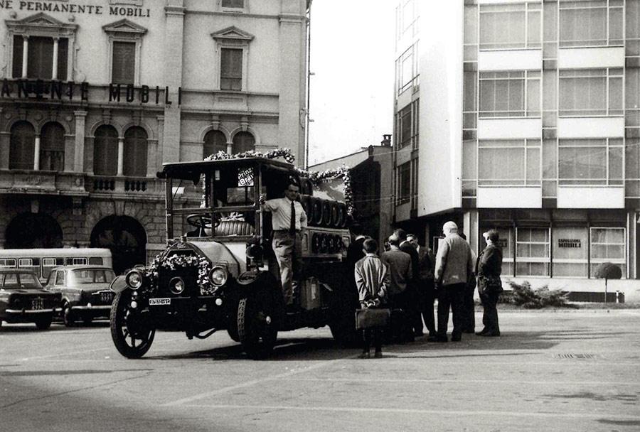 Camion birra Prinz Brau in piazza Garibaldi a Cantù
